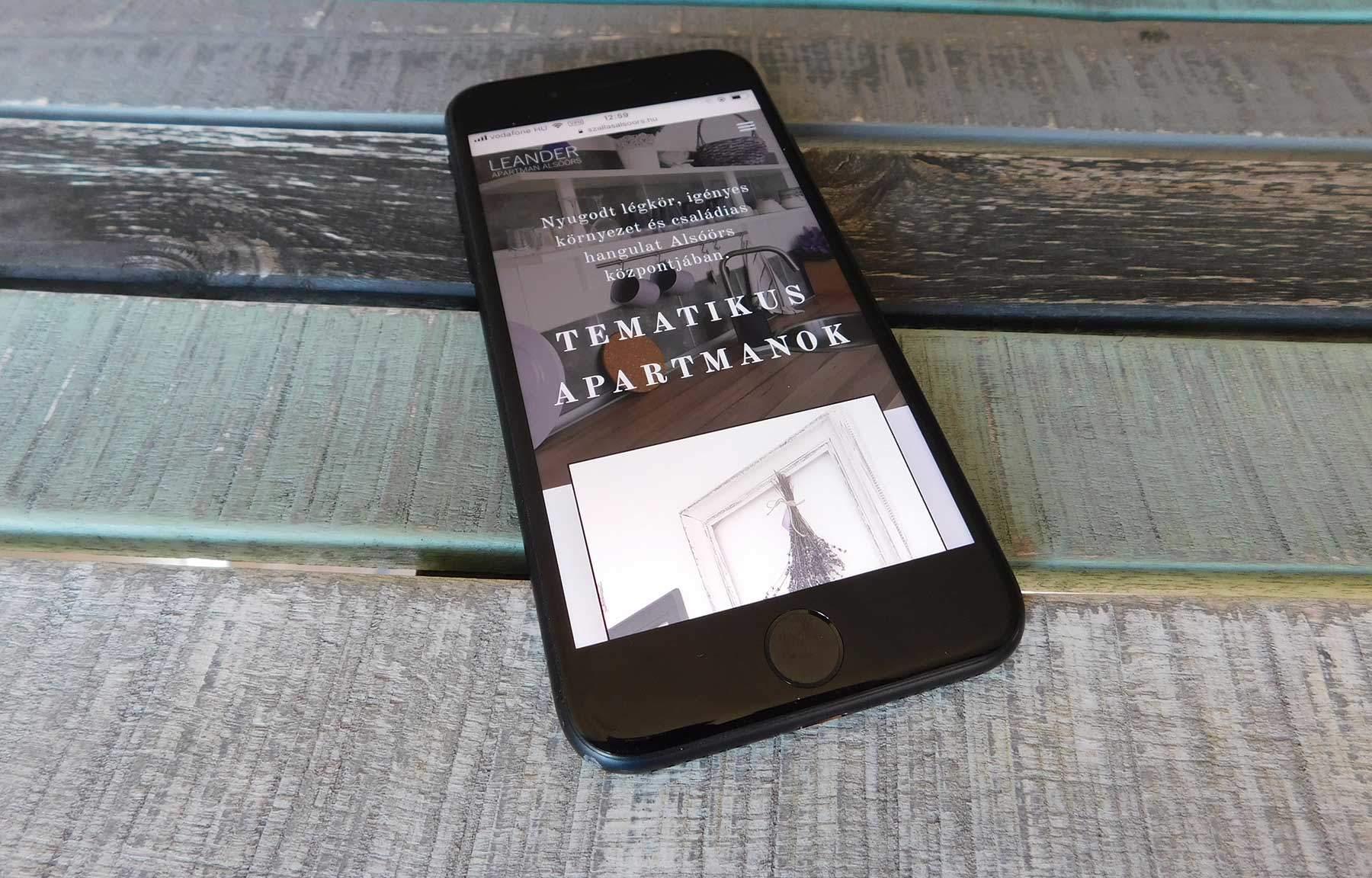 Leander Apartman Alsóörs honlapfejlesztés